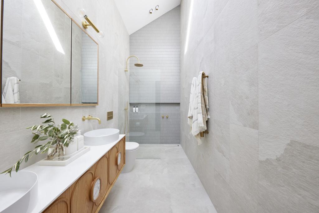 Ronnie and Georgia's tiled bathroom